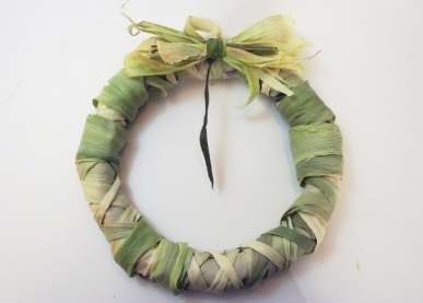 A finished corn husks wreath