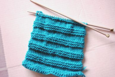 Knitting a stripe patter for a baby hat