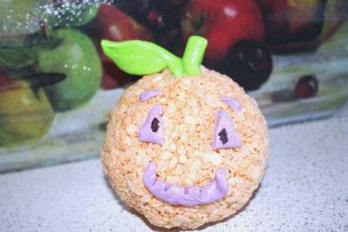 A cute jack o' latern made from Rice Krispy treats