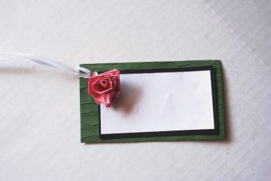 The finished rose gift tag